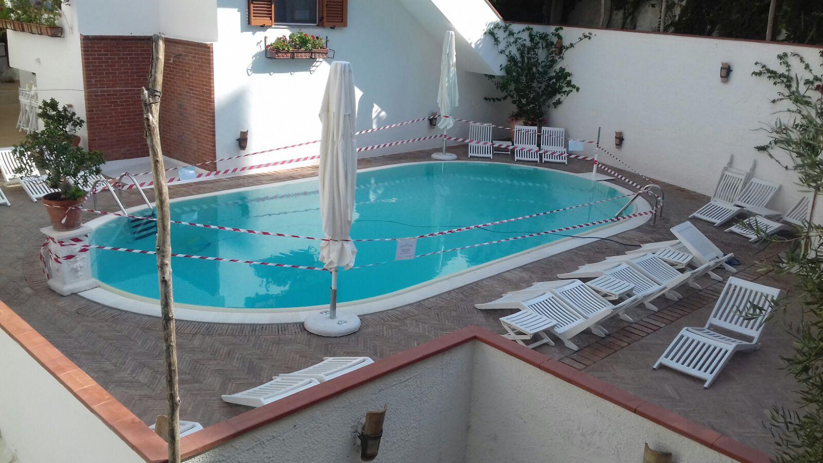 Piscine A Nocera Inferiore minori, sequestrata una piscina di un noto albergo - tvoggi