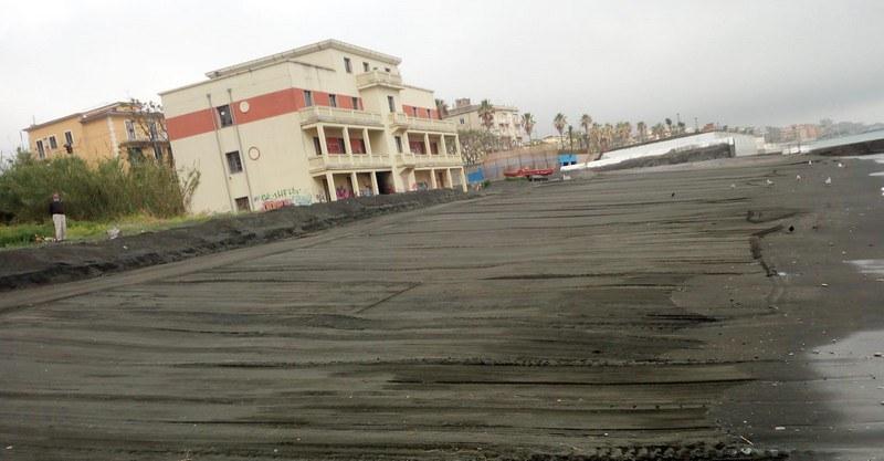 spianamento e la pulizia del litorale